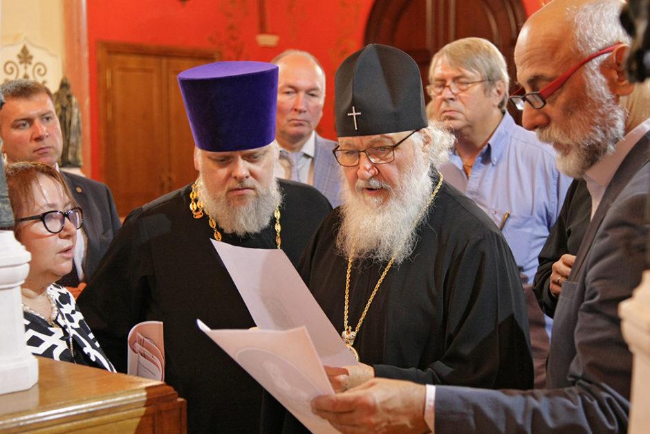 Предстоятель Русской Церкви осмотрел модели памятников Патриархам Московским и всея Руси
